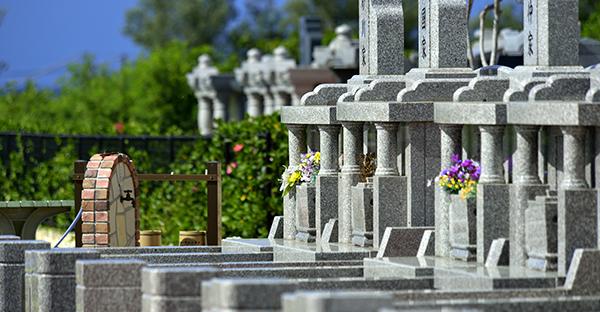 沖縄のお墓事情。現代のニーズで選ぶスタイルとは