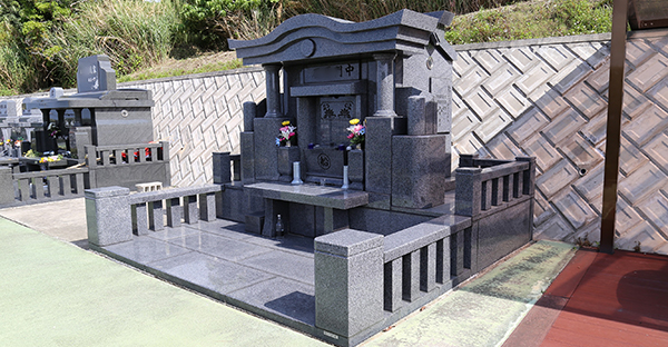 墓石の種類と価格。石材屋さんを選ぶ、7つの注意点