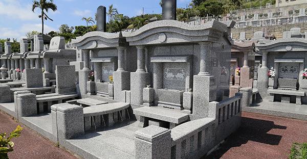 お墓の種類と選び方。価格が大きく違う7つの理由