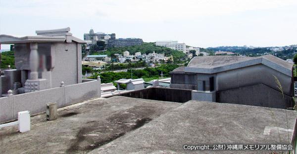 沖縄のお墓1