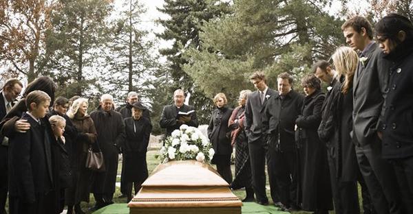キリスト教式の葬儀マナー。仏教式との6つの違い