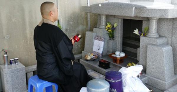 沖縄のお墓を建てる特徴。地鎮祭とハカヌスージ