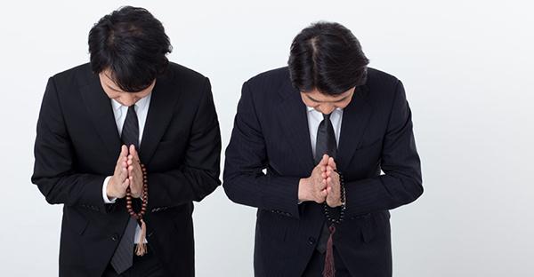 法事での服装マナー。お通夜や葬儀とは違う注意点とは