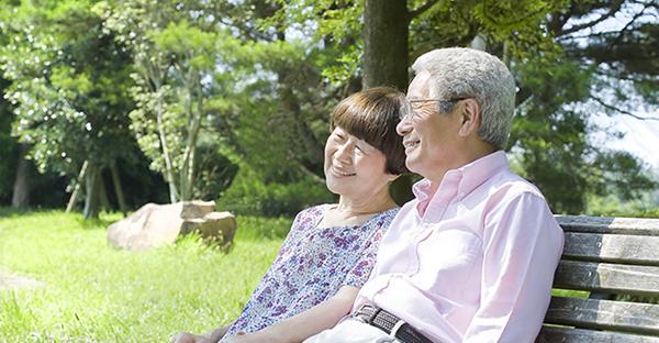 親の介護に直面!在宅介護で仕事を辞めないための選択肢