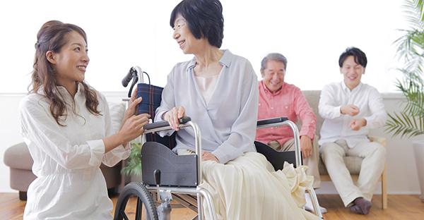 公的介護保険サービスを受ける。介護者が押さえる手順とは