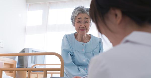 公的介護保険はどこまで安心?介護サービスの種類と費用