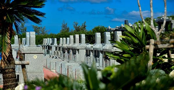 沖縄でお墓の選択。個人墓地と霊園のメリットデメリット