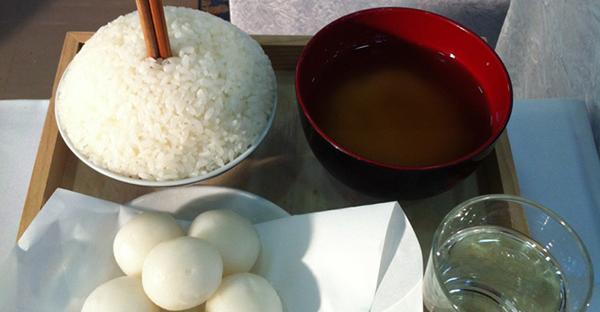 【沖縄の法事】お供え物に欠かせない団子、5つの豆知識