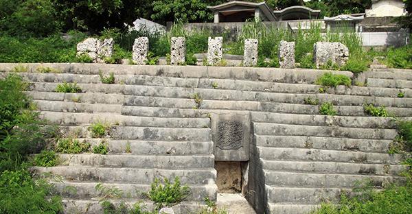 宮古のお墓を巡る。仲宗根豊見親墓と宮古アントマ墓