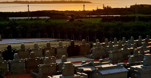 お墓を建てる人々の不安や悩み。アンケートに見る優先順位
