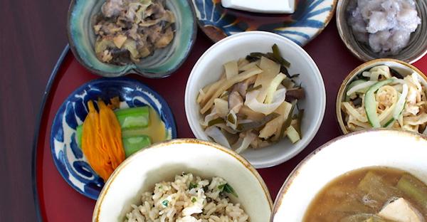 【沖縄の御願】トゥシビー祝いの膳料理。定番のおかず