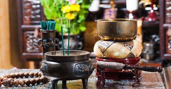 お仏壇へのお参りの仕方。初めてお迎えした時の5つの作法