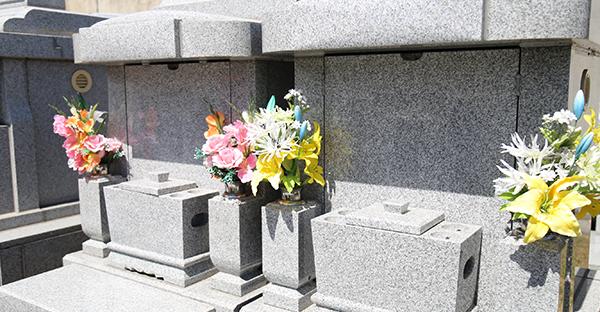 お墓の苗字が違う場合どうする?近年多い5つの解決方法