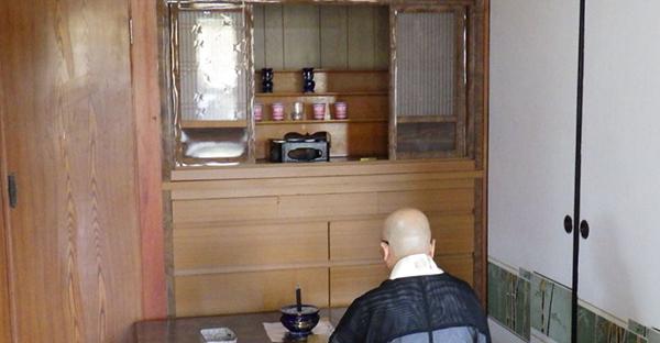 沖縄の仏壇への拝み方。御願で唱える「グイス」の基本