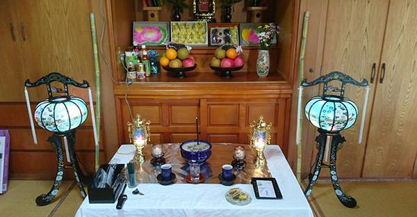 沖縄の仏壇は身近にある。地元の人々との関わりと考え方