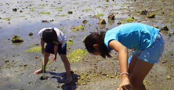 沖縄の浜下りにまつわる昔話。潮水で穢れを落とす理由とは