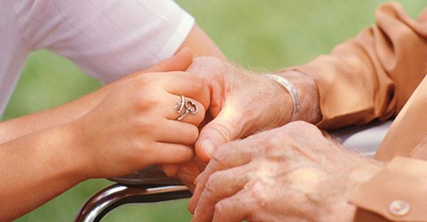 介護保険法改正で気になること…。家族に忍び寄る不安とは