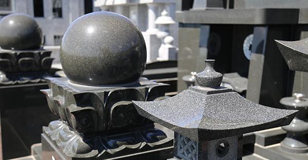沖縄で建てる墓石の種類。適した石材や人気の種類とは
