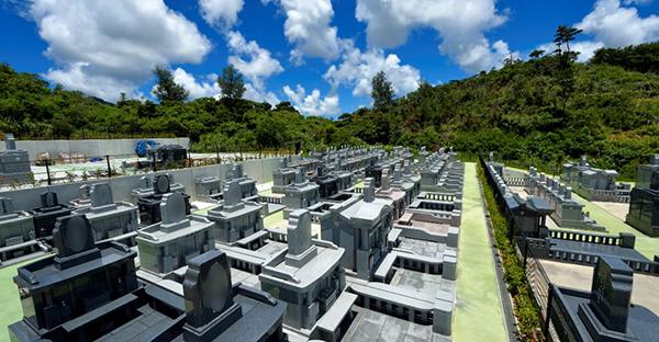 沖縄の現代のお墓と仏壇。コンパクト化しても残す御願