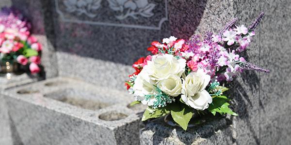 お墓参りでお花を供えるマナー☆暗黙のルールとは