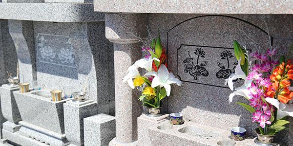 お墓参りに供えるお花☆失礼にならない5つのポイント